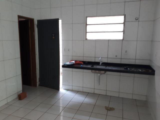 Vende-se ótima casa no bairro DNER, 3 quartos, 3 banheiros. ótimo preço 200 mil - Foto 6