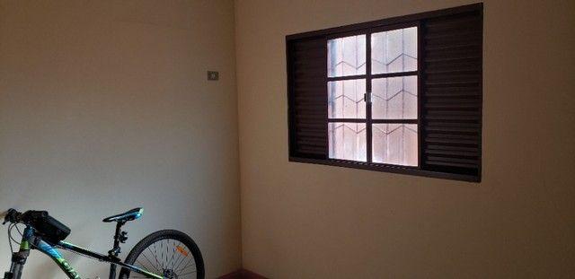 Com 03 quartos em frente ao Hospital Rosa Pedrossian - Foto 4