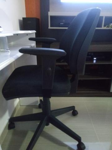 Cadeira giratória super conservada