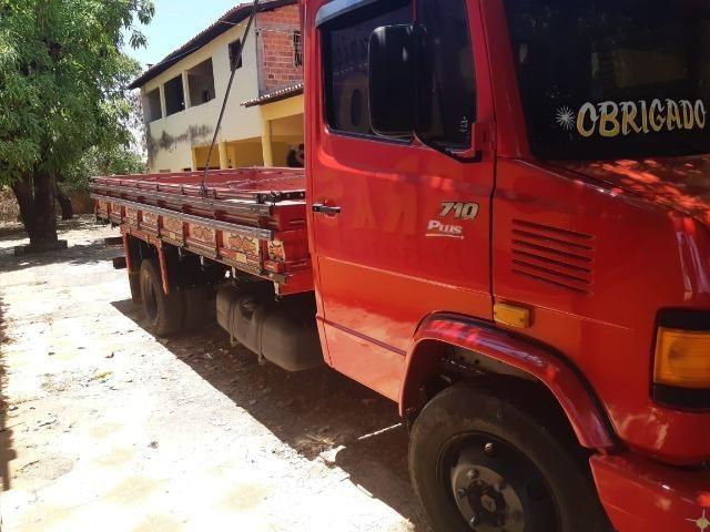 Caminhão Mercedes 710 - Foto 2