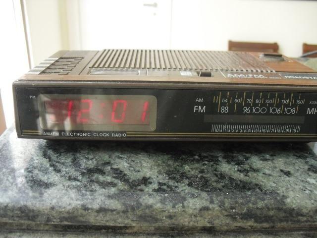 Rádio Relógio Roadstar