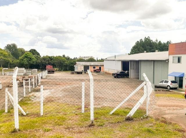 Alugo Barracões (podendo alugar separado) com escritório - Industrial Alfredo Gelisnki - Foto 2