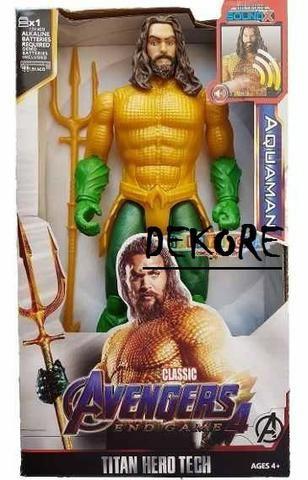 Boneco Aquaman Dc Herói 29cm Articulado Com Som E Acessório