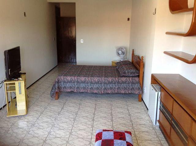 Alugo suíte mobiliada em residência familiar - Foto 5