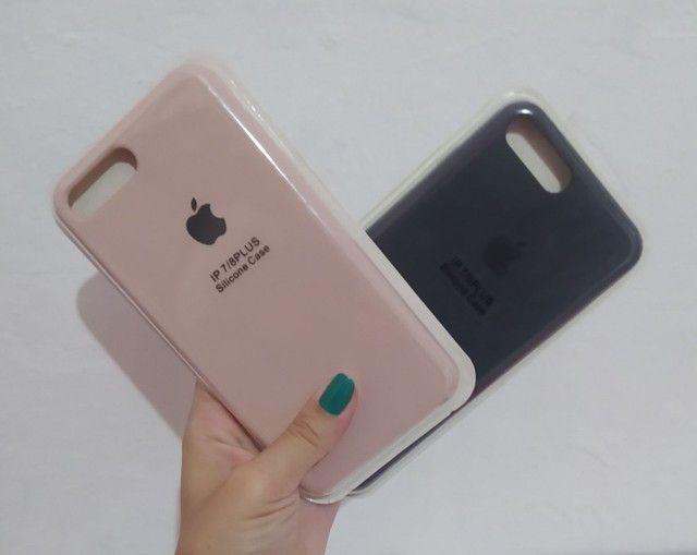 Case iPhone vários modelos aveludada com logo Apple - Foto 4