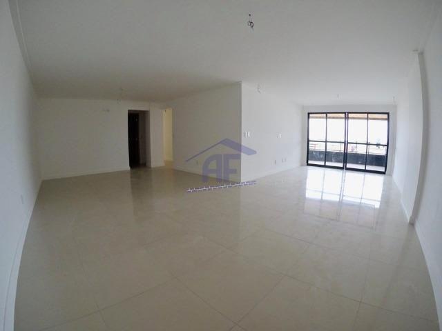 Apartamento com vista para o mar, 4 suítes - Edifício Beiriz - Ponta Verde