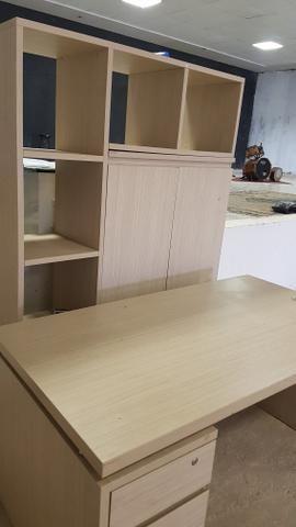 Vendo lindo conjunto de mesa com armario