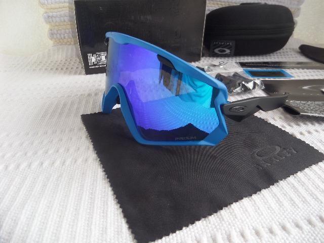 c08fab828aada Óculos Oakley Wind Jacket 2.0 Preto C  Lente Blue Prizm - Ciclismo e Esporte  de