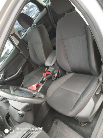 Ford Focus Sedan - Foto 11