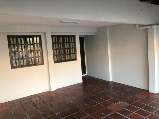 Sobrado: 3 quartos, ampla sacada e garagem coberta para 2 carros - Foto 15