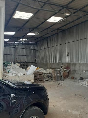 Alugo Barracões (podendo alugar separado) com escritório - Industrial Alfredo Gelisnki - Foto 4