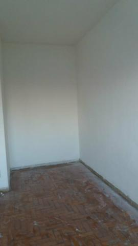Aluga se um apartamento VILA BARLETA