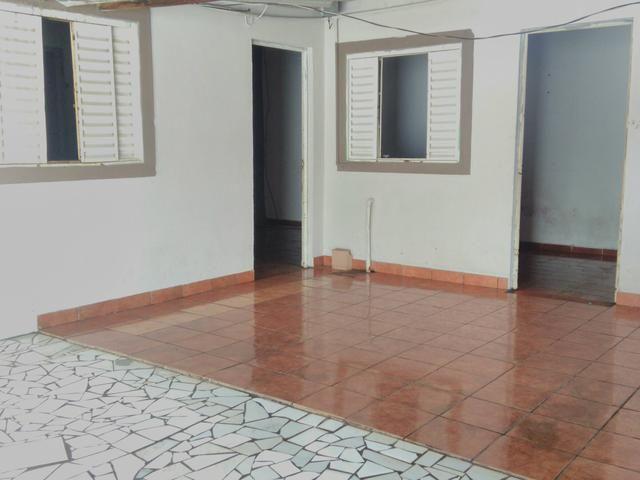 Alugo.3 Quartos, Sala, Cozinha, Churrasqueira, Garagem, individual