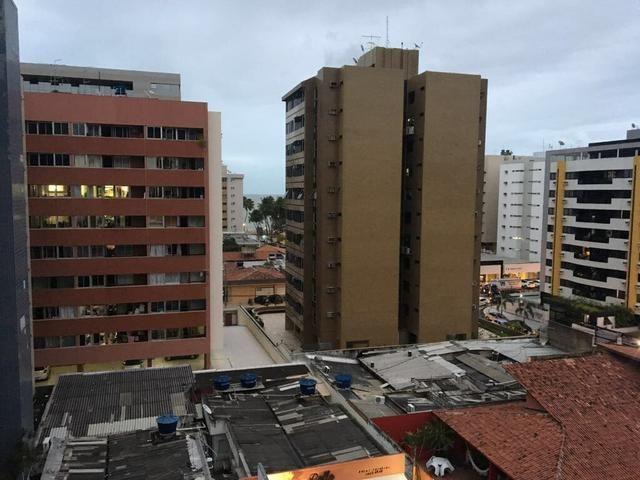 Apartamento na Ponta Verde com 3/4 + DCE
