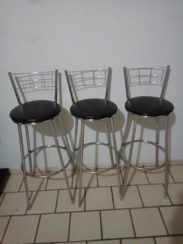 Trio cadeiras altas.