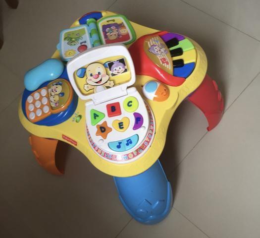 Mesa de Atividades Bilíngue do Cachorrinho - Fisher-Price e dois brinquedos importados