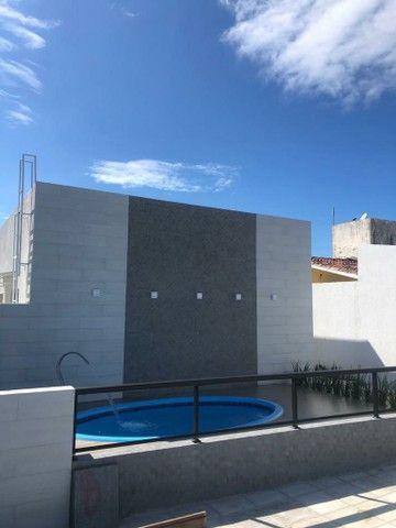 Casa soltas, em condomínio fechado com piscina + área gourmet! - Foto 2