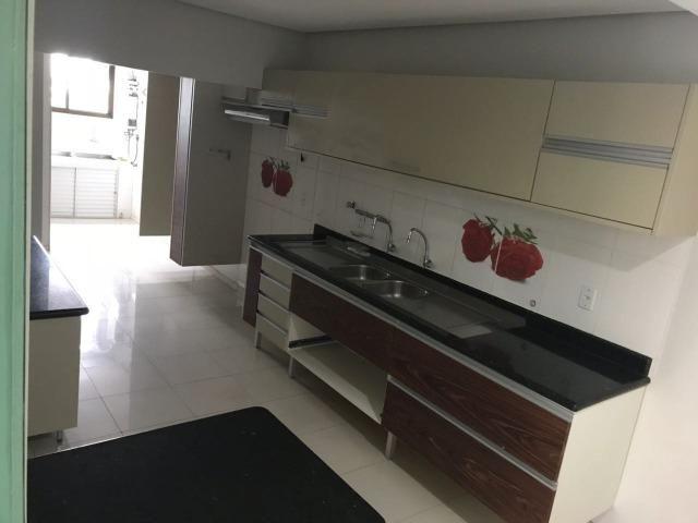 Cobertura no Edifício Palmares, 05 quartos (sendo 03 suítes), Escritório, Cozinha, Piscina