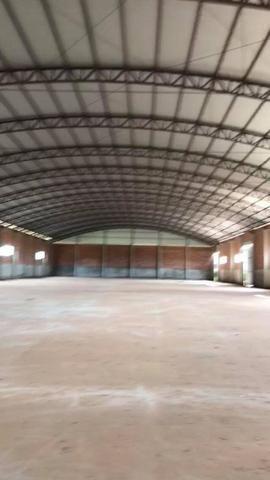 Barracão de 3,000m2 de area construída em 12,000m2 no Distrito Industrial