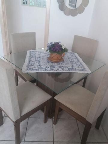 Mesa com 4 cadeira com tampa de vidro 1 MT QUADRO