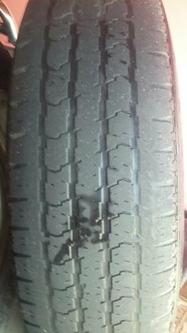 Vendo dois pneus 215/80/16