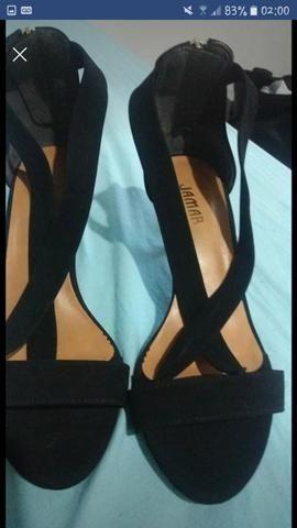 Vendo sandália preta