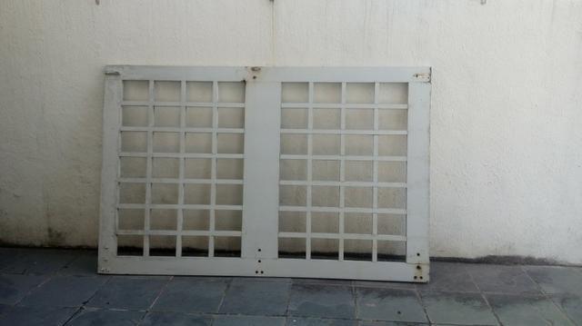 Portão de madeira forte por 120