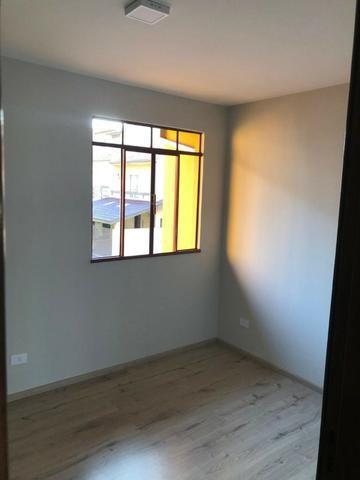 Sobrado: 3 quartos, ampla sacada e garagem coberta para 2 carros - Foto 11