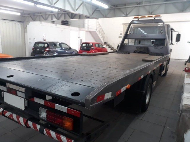 caminhão mb 1016, 2019, guincho plataforma, com 16.000 km.  - Foto 14