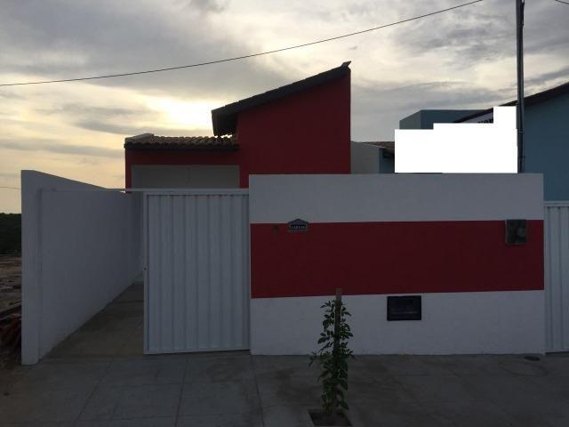 Casa grande com 2 quartos, entrada facilitada, portão de aluminio