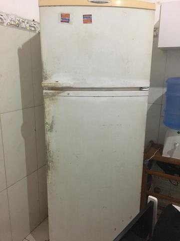 Vendo essa geladeira duplex,motivo comprei uma menor!