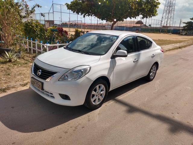 Nissan Versa 2014 1.6 completo