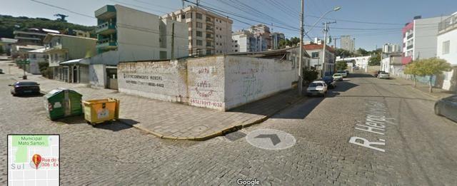 Pavilhão p/ estacionamentos, terreno e casa Centro 620 m2 Caxias do Sul