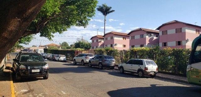 Com 03 quartos em frente ao Hospital Rosa Pedrossian - Foto 17