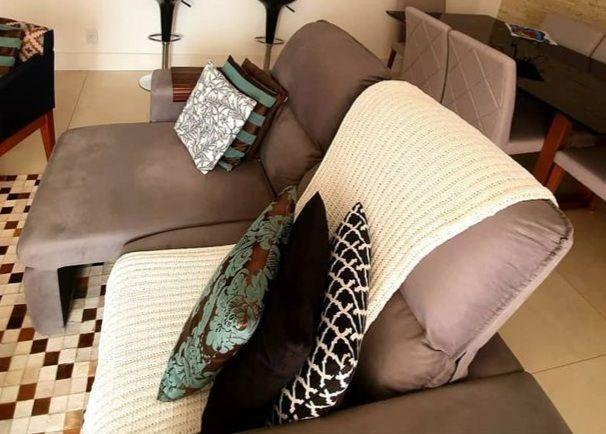 Sofa 3 lugares modelo com chaise dos dois lados. Cinza chumbo.