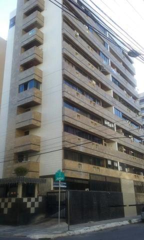 ALUGO Apartamento 3/4 na primeira quadra da praia de Ponta Verde
