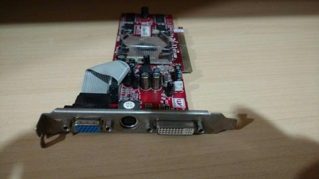 Placa de video ATI Radeon 9550 512MB + Memória ddr1 512