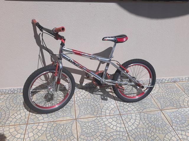 Bicicleta em bom estado de uso