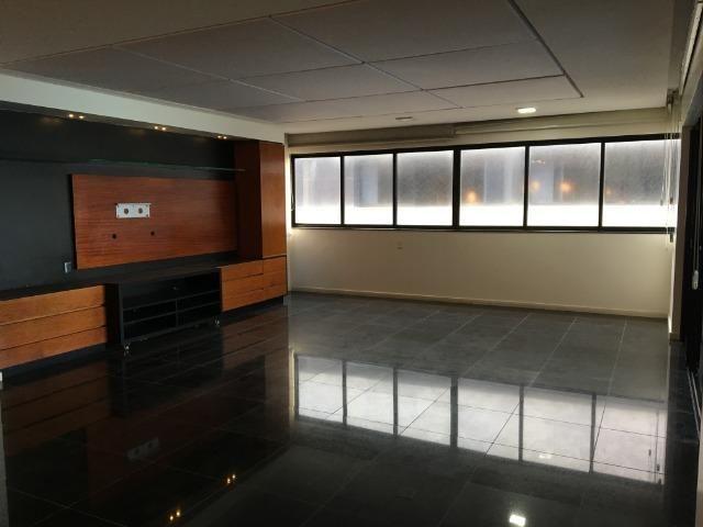 Luxuoso Beira mar com 319 m², 04 suítes, 05 vgs de garagem. Agende uma visita !! - Foto 5