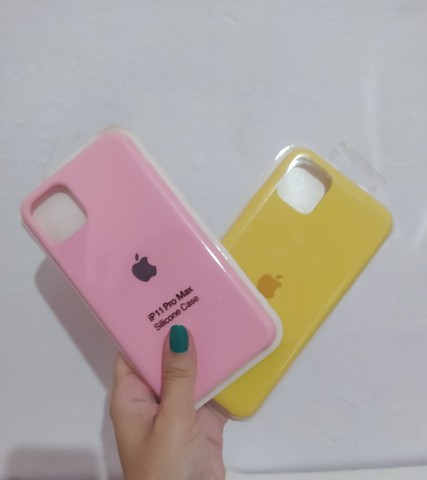 Case iPhone vários modelos aveludada com logo Apple