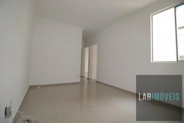 Apartamento 2 quartos, reformado, Condomínio bem localizado em Jardim Limoeiro