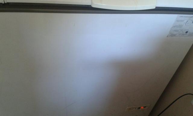 Vendo freezer semi novo conservado