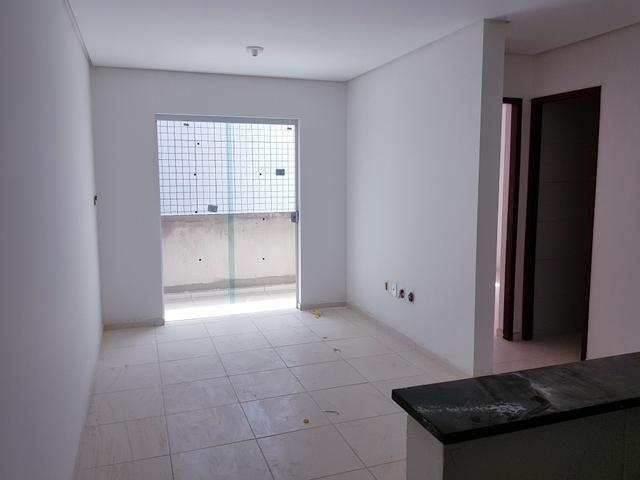 Apartamento nos Bancários, Prox a unipe, 2qts e Varanda - Foto 3