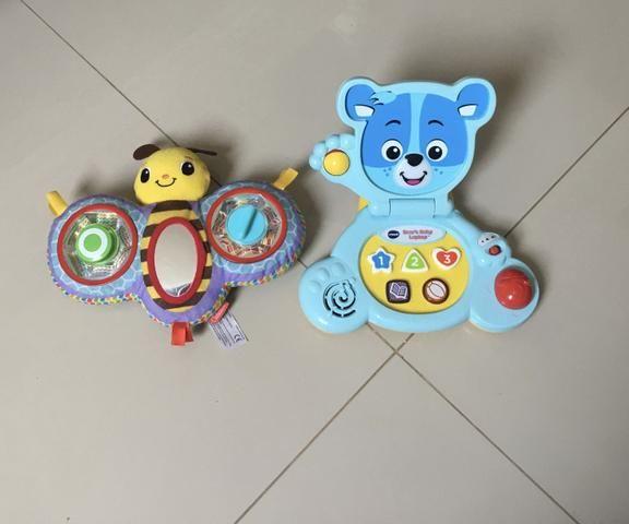 Mesa de Atividades Bilíngue do Cachorrinho - Fisher-Price e dois brinquedos importados - Foto 2