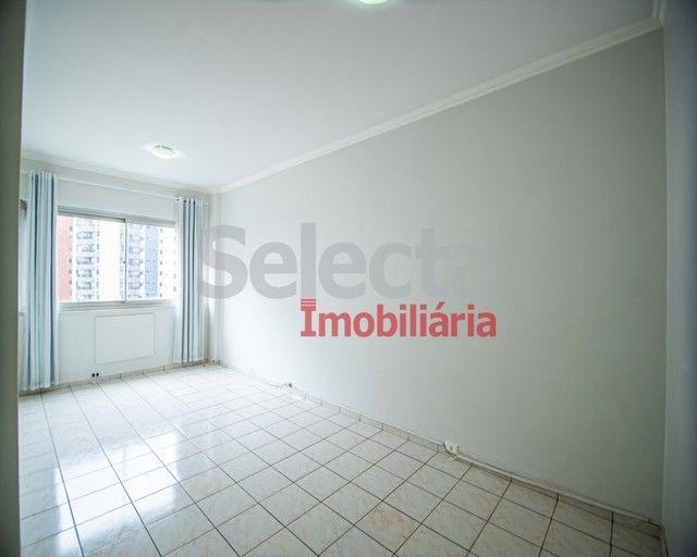 Excelente apartamento reformado na Av. Maracanã com 79m².