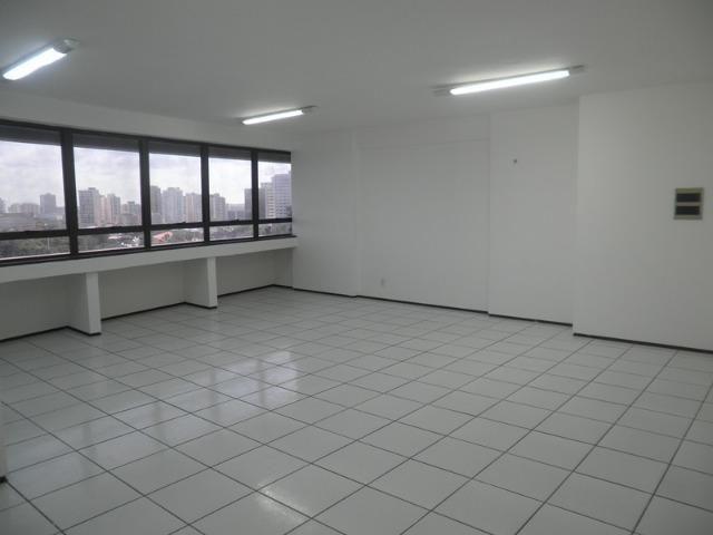 Sala comercial no Vinícius de Moraes com 50m²