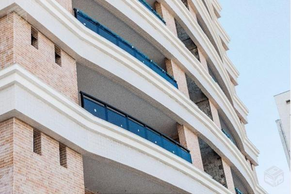 Bacara Lagoa Nova, 103m², 3 suites, armarios projetados piso porcelanato, 2 vagas cobertas