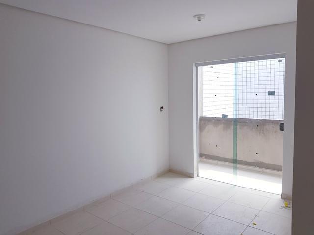 Apartamento nos Bancários, Prox a unipe, 2qts e Varanda - Foto 2