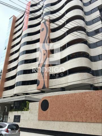 Na Ponta Verde com 99m², 03 Quartos e 02 vgs de garagem . Aceita Financiamento Bancário
