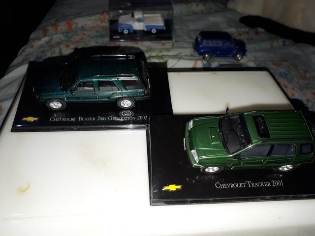 Kit 02 Miniatura Chevrolet Collecction Escala 1/43 Tracker/ Blazer